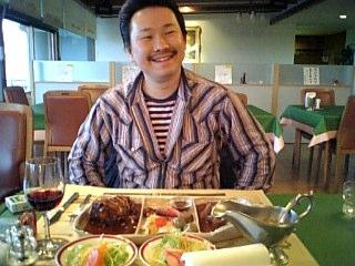 目の前に肉が!! にぃ〜たぁ〜〜〜としてる松井氏