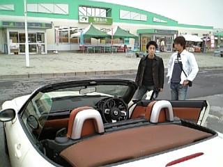 これから車で石川県へ(ロードスターについて語る波多江氏)